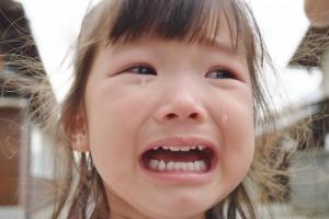 子ども 泣く 痛い