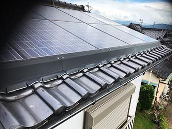 太陽光パネル鳩対策:ガルバニウム鋼板によるハト防除施工事例1