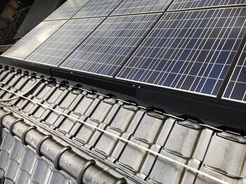太陽光パネル鳩対策:ガルバニウム鋼板によるハト防除施工事例2